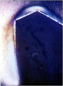Zahnfuß eines Zahnrades mit leicht erkennbaren Spannungen und einer deutlichen Fließstruktur